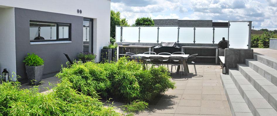 Gårdhave udekøkken terrasse læ
